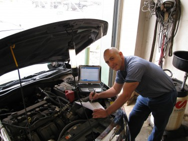 Ari working under the hood